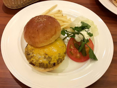 P&W Cheese Burger at Patties & Wiches Ngee Ann City