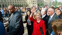 كلينتون: ميدان التحرير رمز لقوة الروح الإنسانية