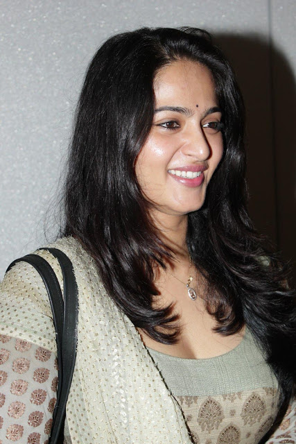 anushka shetty latest photos at teach aids event,actress anushka shetty