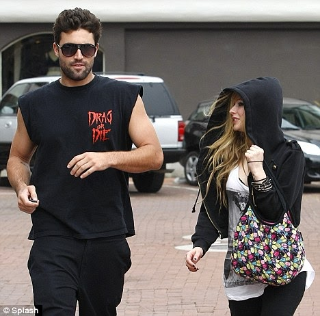 video ngentot memek foto avril lavigne with boyfriend