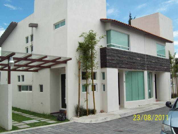 Fachadas de casas modernas fachada moderna de casa con for Casas adosadas modernas