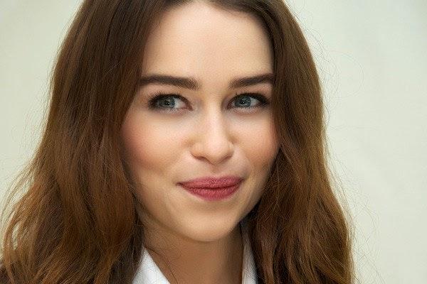 Emilia clarke sexy smile wallpaper