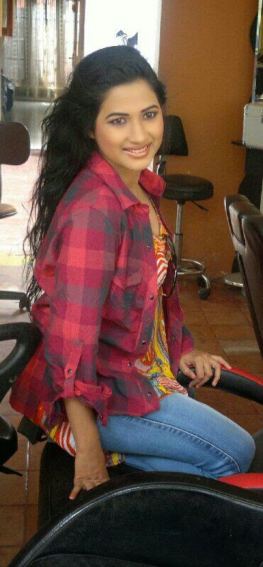 thisuri yuwanika young actress