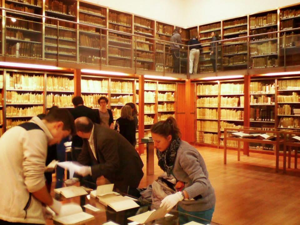Visita al Fondo Antiguo, de la BUM, del Máster de Historia y Patrimonio Naval.