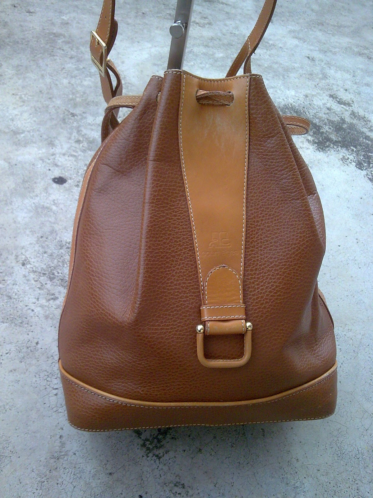 D0rayakeebag Courreges Leather Bucket Bag Sold