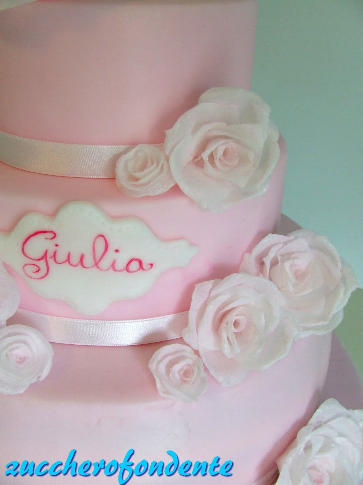 Zuccherofondente torta battesimo con rose in wafer paper - Decorazioni per battesimo bimba ...