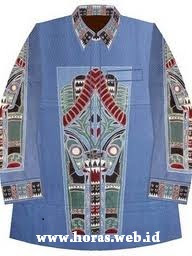 baju biru batik batak