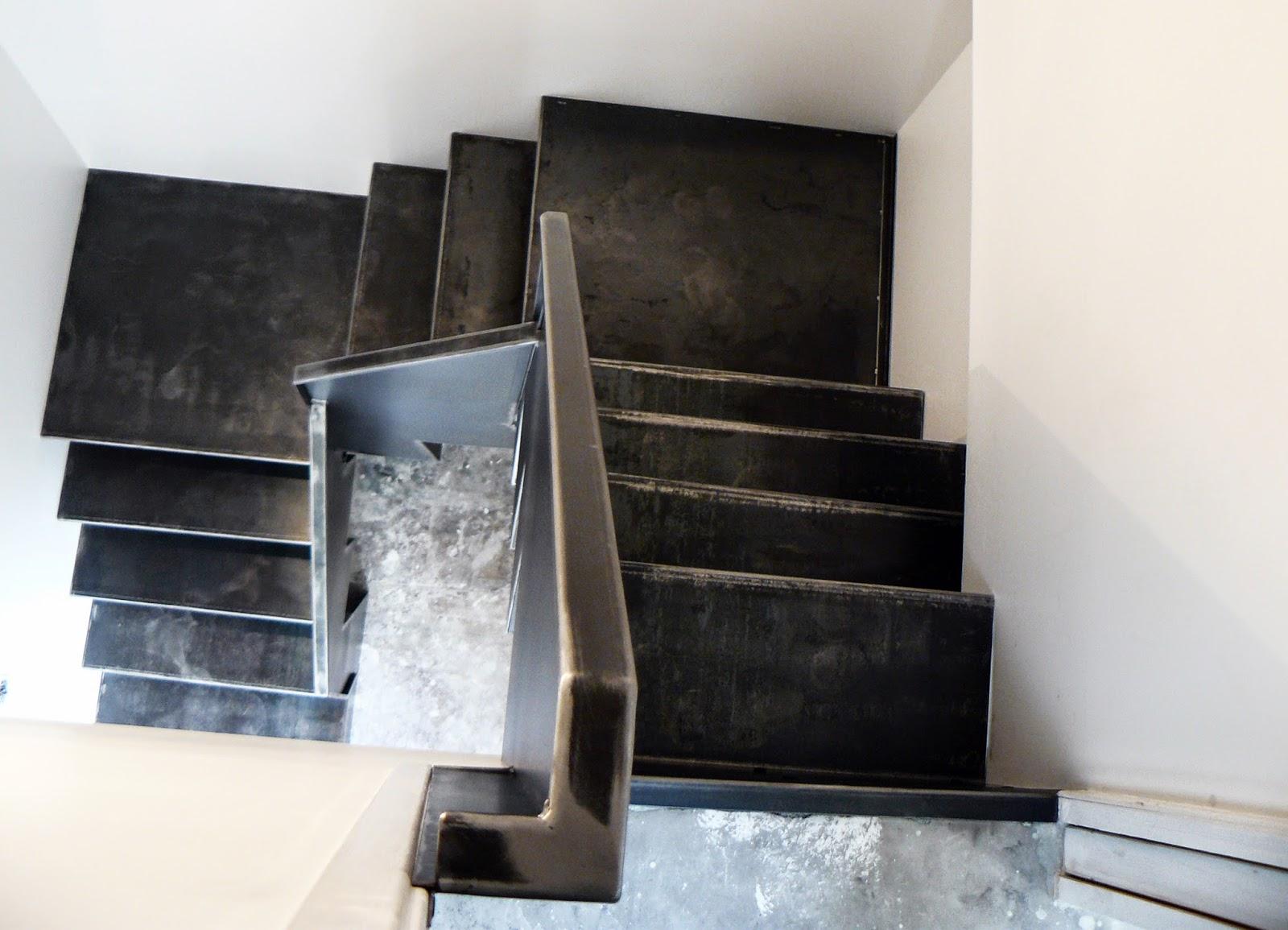 Ferronnerie m tallerie serrurerie 79 deux s vres l 39 art du fer play escalier m tallique en t le - Acier s ...