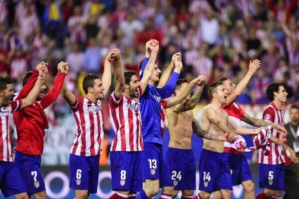 Los jugadores del Aleti celebran con el Calderón