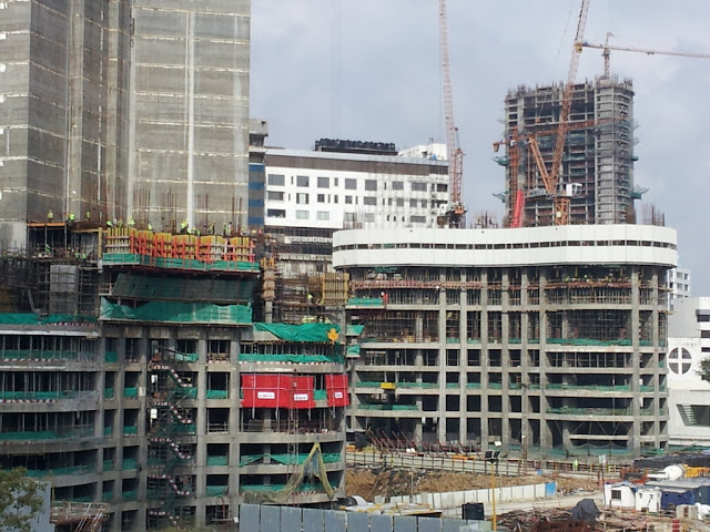 Close up photo of World One skyscraper under construction in Mumbai
