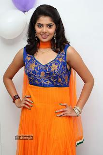 Actress-Sravya-Stills-at-Homeo-Trends-Clinic-Launch