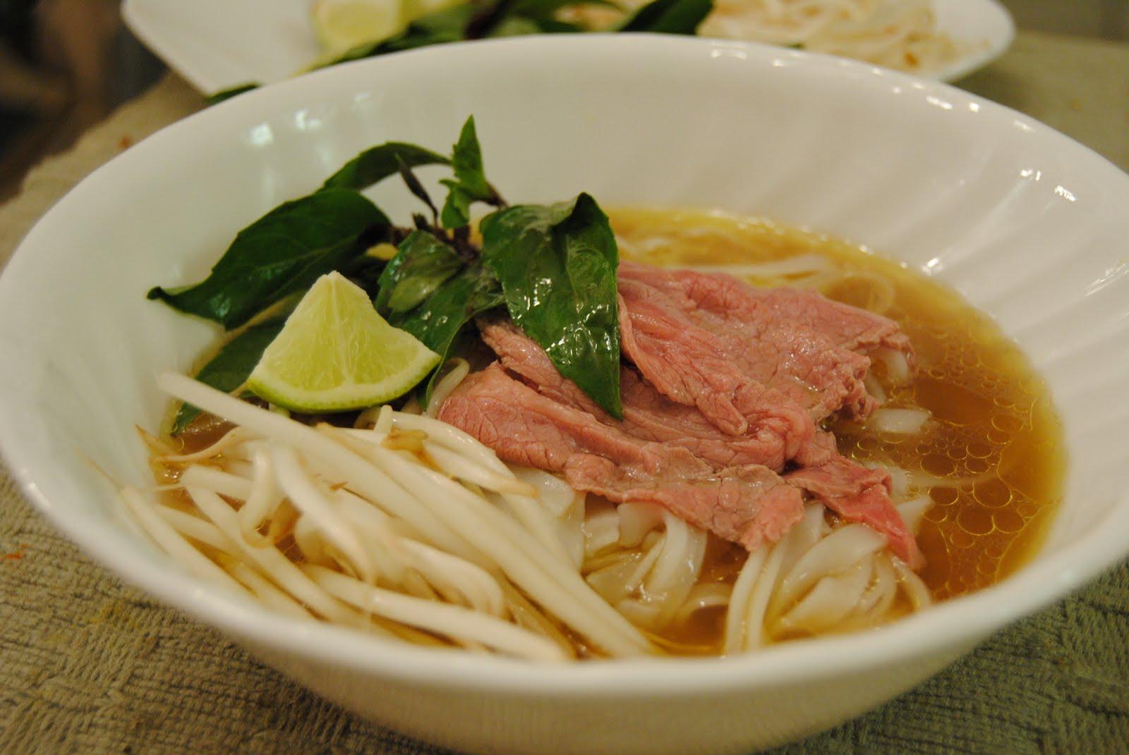 Malikala's Ono Kine Grinds: Crockpot Pho (Vietnamese Beef Noodle Soup)