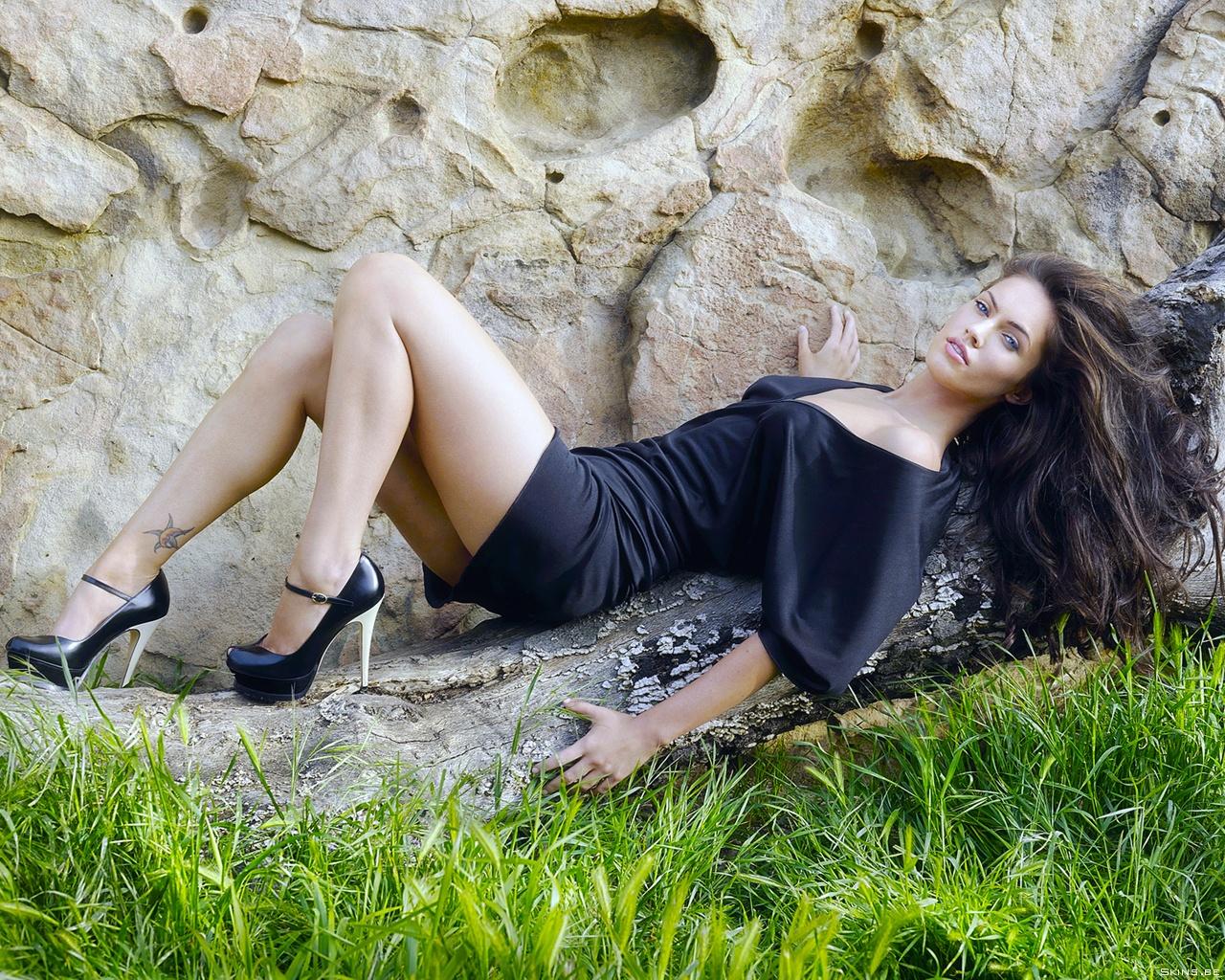 http://2.bp.blogspot.com/-u6KyL8cbBK4/UCWd4ebD33I/AAAAAAAACuk/LNxNnuC4PIQ/s1600/megan-fox-1280x1024-37964.jpg