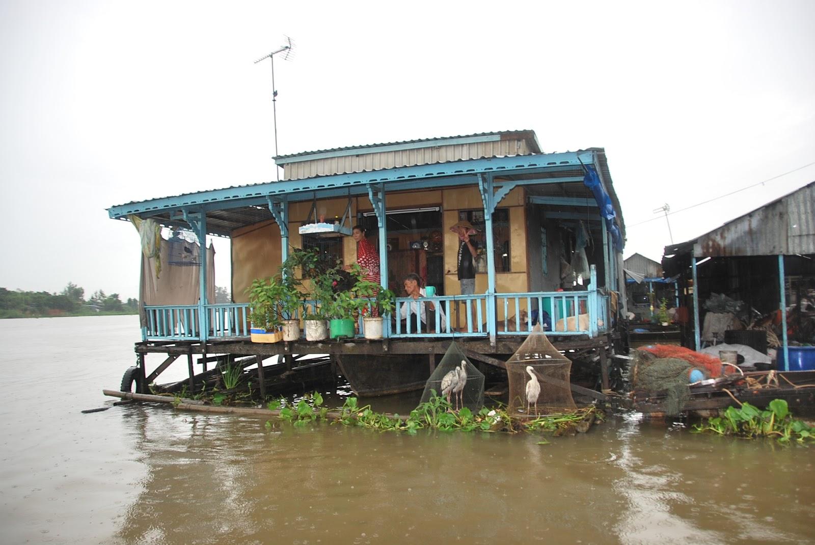 Đi thuyền khám phá làng Chăm ở Châu Đốc
