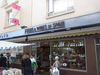 """Tienda """"García"""" de productos españoles, situada en el Mercado de Portobello en Notting Hill."""