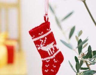 Вязаные носки новогодние