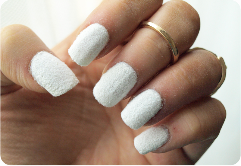 Snow Sprinkled Nails Velvet Manicure In White
