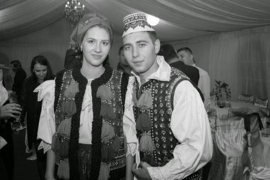 http://amintiriletale.blogspot.ro/2014/11/ileana-si-marian-costume-maramures-alb.html