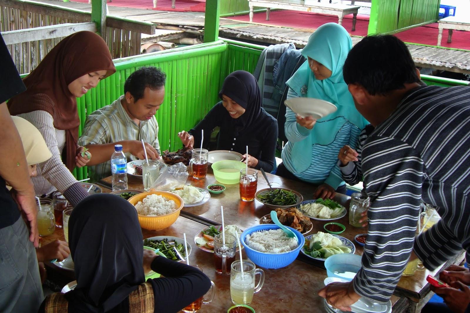 Menikmati sajian menu di Rawa Jombor, Klaten