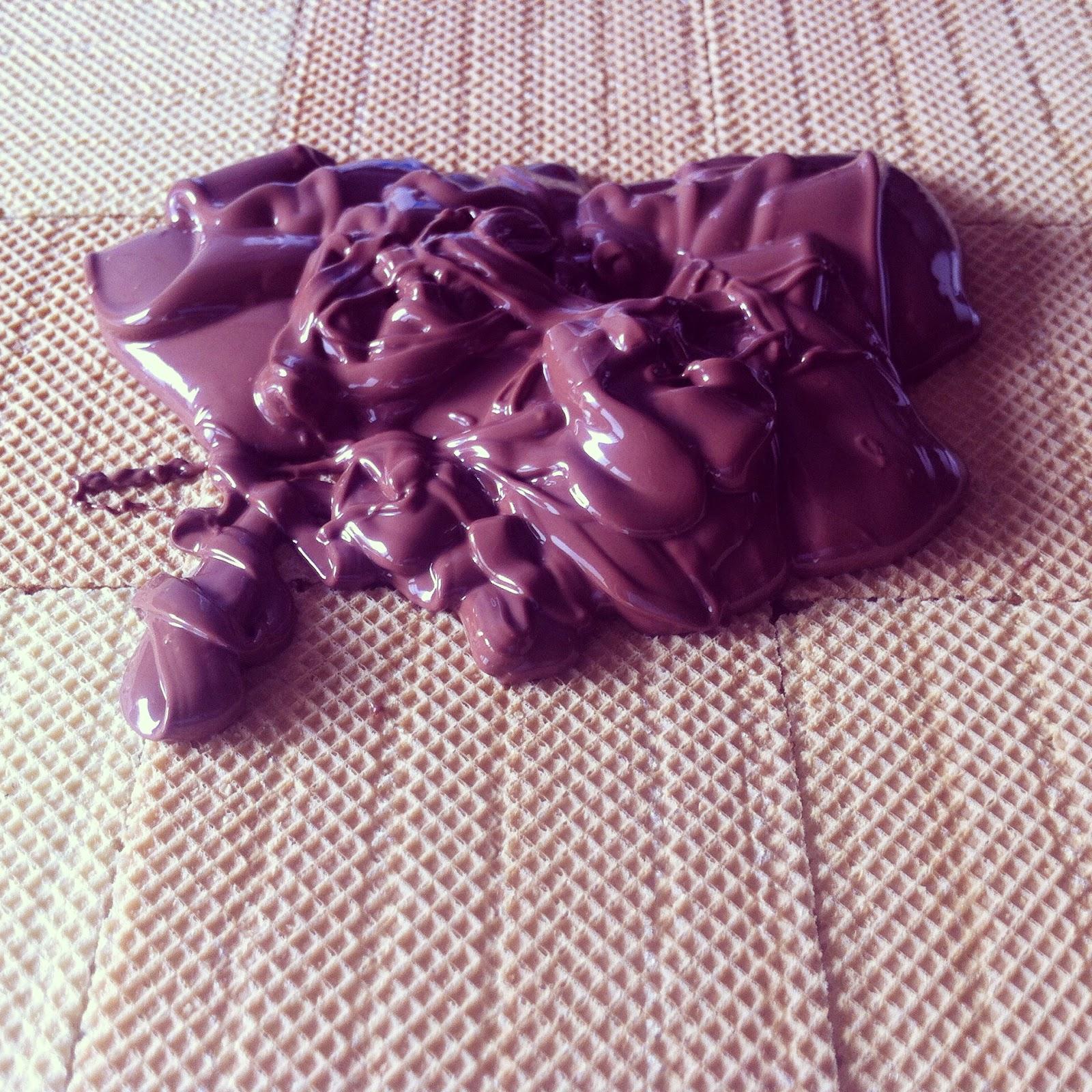 Tarta huesito, poniendo la capa de chocolate.