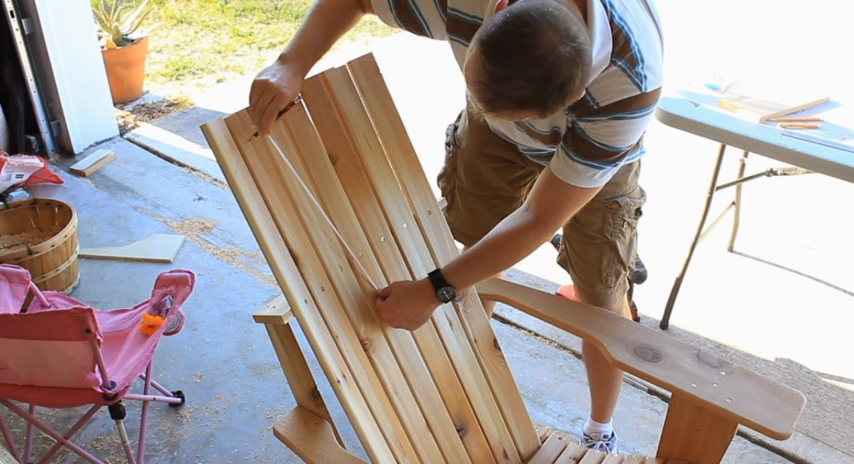 Adirondack chair back slats - Remove The Seat Slats Make The Cuts On Each Piece Sand If I Needed To Reattaching Was Easy As I Already Had The Reference Points