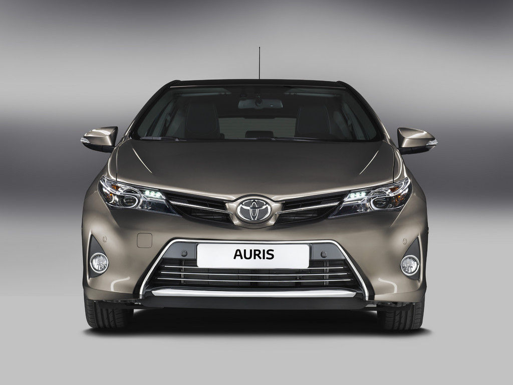 paris 2012 toyota launches new auris 2014 garage car. Black Bedroom Furniture Sets. Home Design Ideas