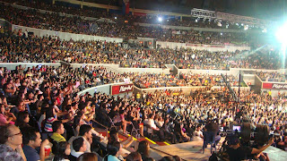 15,000 screaming fans recently filled Smart Araneta Coliseum for the grand 'Walang Hanggang Pasasalamat' thanksgiving concert