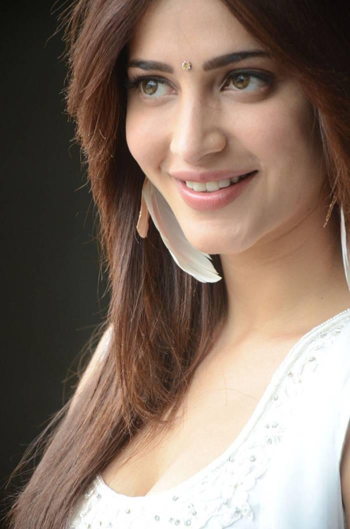 Shruti Kamal Hassan in White Salwar Suit Indoor Photoshoot