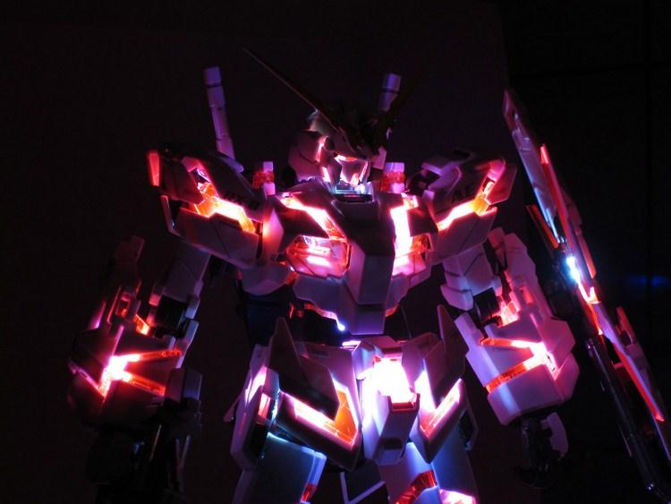 unicorn gundam with led