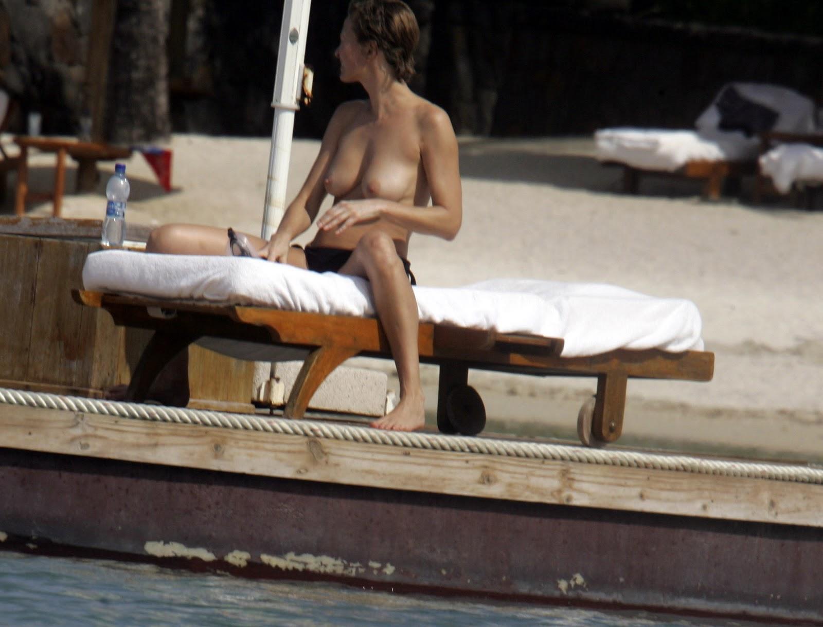 mauritius-nude-beach-girl-pic-naked-women-sexting