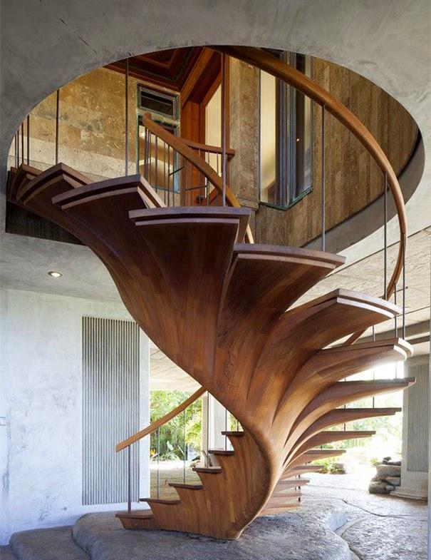 Tangga lantai unik nuansa kayu