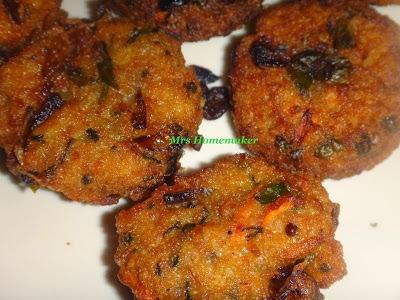 http://welcometotheworldofh4.blogspot.in/2013/01/veggie-rice-pakoda-with-tomato-cilantro.html