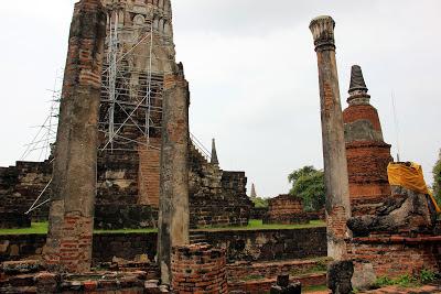 Statues de Bouddha dans Wat Ratchaburana