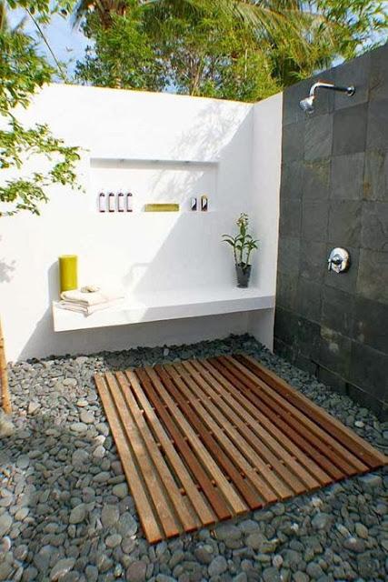 Decoracion de patios ducha exterior patios y jardines - Duchas para jardin ...