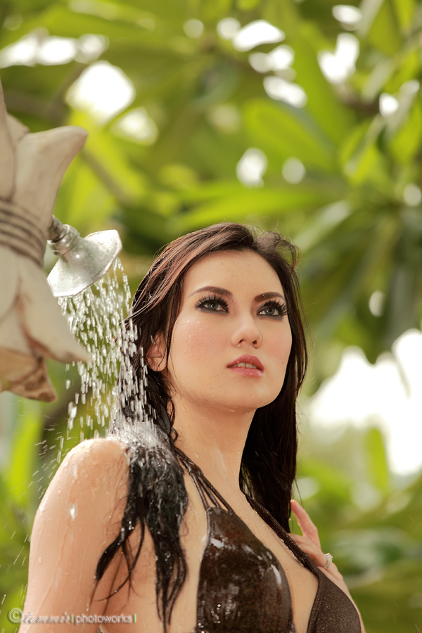 kecantikan idaman hot model indonesia kennova prawesty
