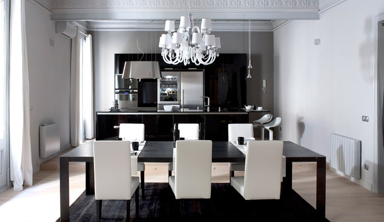 Contemporary and modern dining tables black and white for Black n white dining rooms