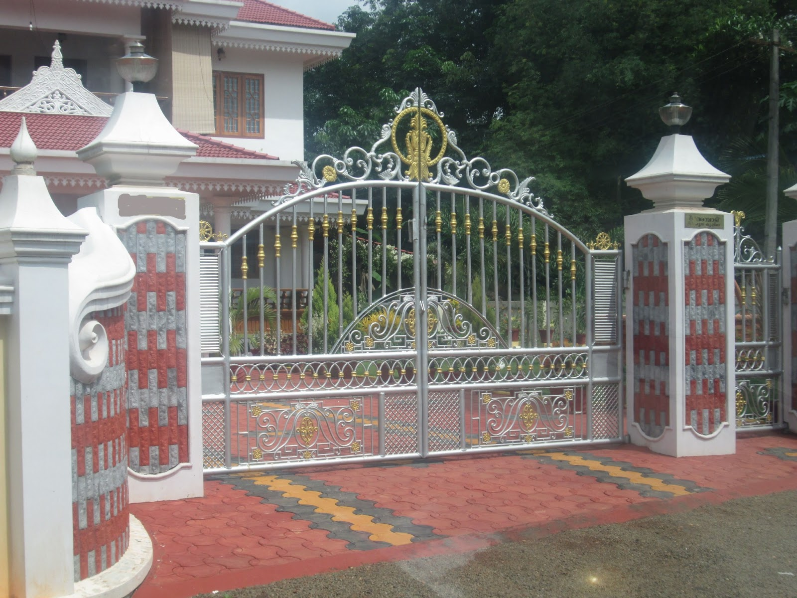 Kerala gate designs kerala gate with simple and good design for Home gate design