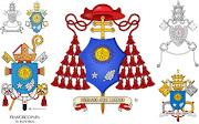 en el centro, el escudo cardenalicio. propiamente dicho. papa