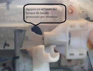 Lavadora se sale por el hueco abierto en el tanque plástico de lavado