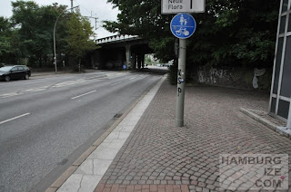 Holstenstraße / DB: Gemeinsamer Geh- und Radweg