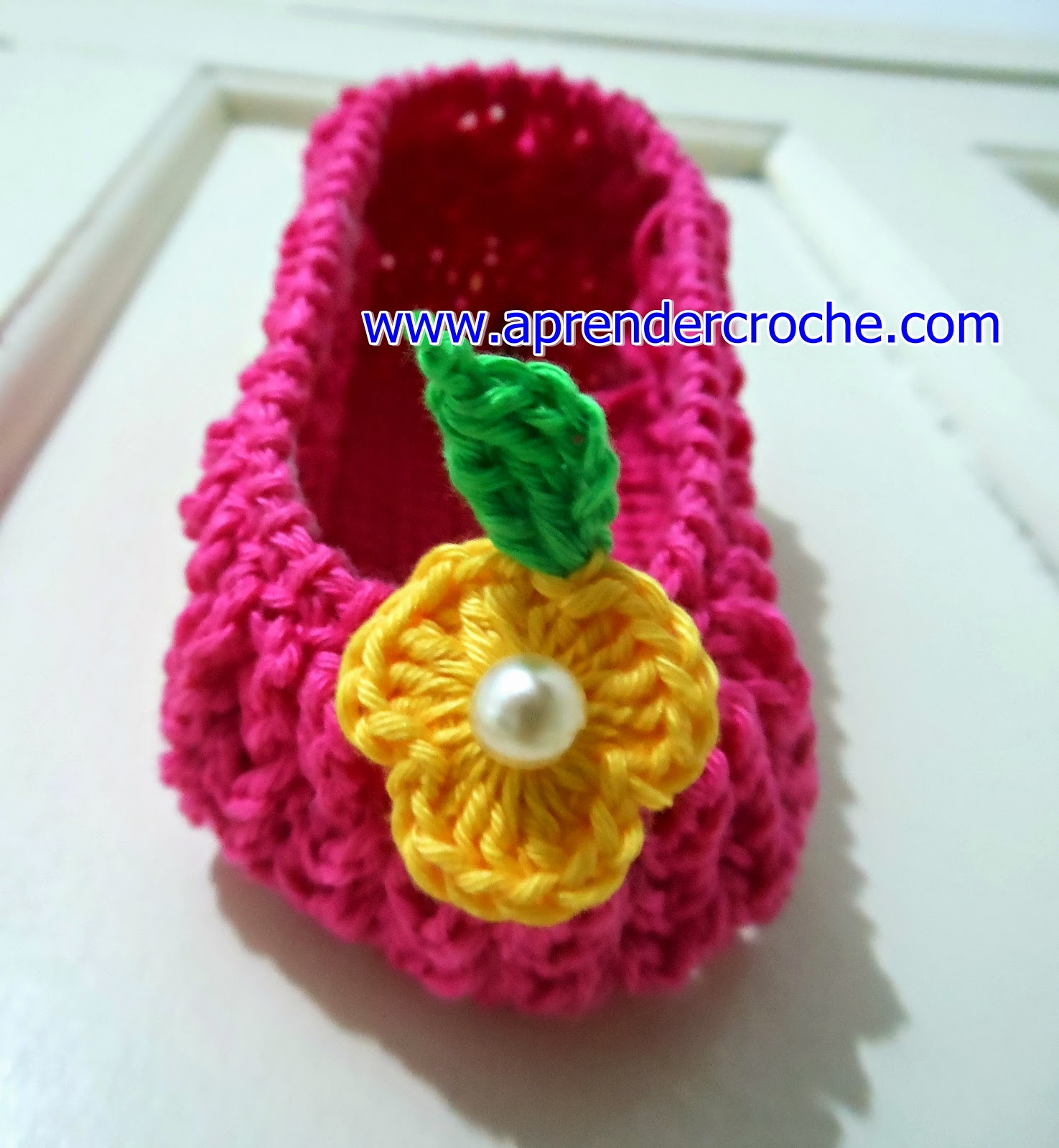 sapatinho croche rosa baby crochet shoes ponto sonia maria aprender croche blog edinir-croche dvd video-aulas curso loja frete gratis youtube facebook pinterest