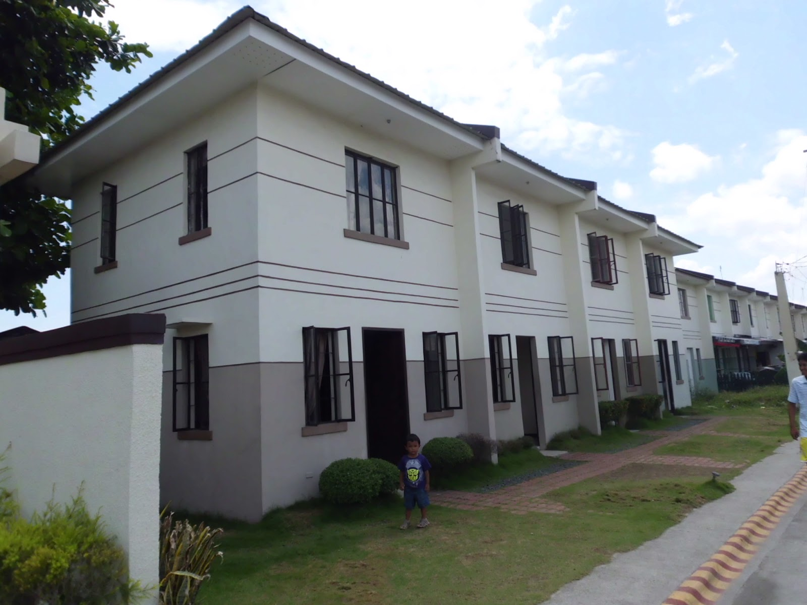 Richlane townhomes amari expanded imus cavite for Greentown villas 1 extension