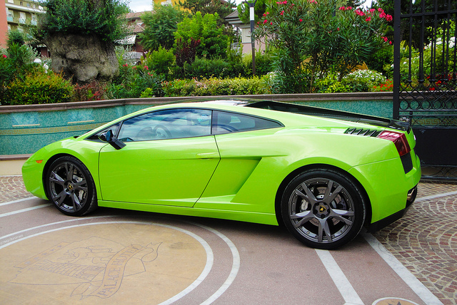 in 2005 they introduced the 1st limited edition called gallardo se just 250 units have been made it came with a black roof and side mirrors