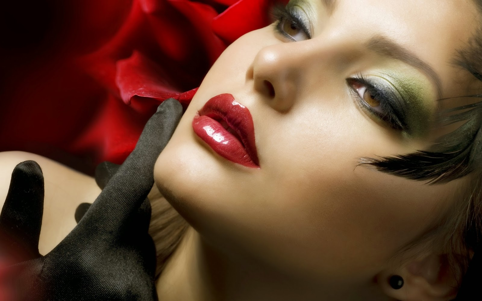 sunny leone red lips wide
