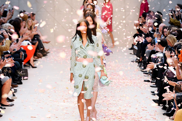burberry, fashion, trench, trend, runway, catwalk, finale, petals, london fashion week, fashion week, cara delevingne, chiharu okunugi, christopher bailey, coats, edie campbell, pastels, liu wen, hyde park, jourdan dunn, lace, malaika firth, charlotte wiggins, outerwear, polka dots, heels, couture, cotton, silk, candy, laduree, macaron, garden, english rose, sheer, cashmere, atmosphere, stripes