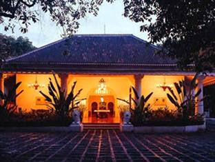 Tugu Blitar, Hotel Arsitektur Eropa Dekat Museum Bung Karno