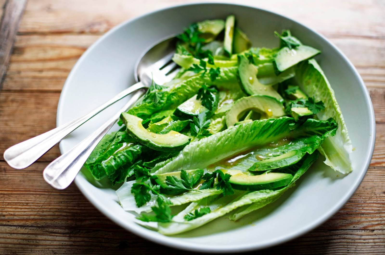 https://food52.com/blog/10327-romaine-and-avocado-salad-with-anchovy-garlic-vinaigrette