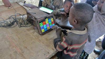 Niños etiopes analfabetos hackean Motorola Xoom
