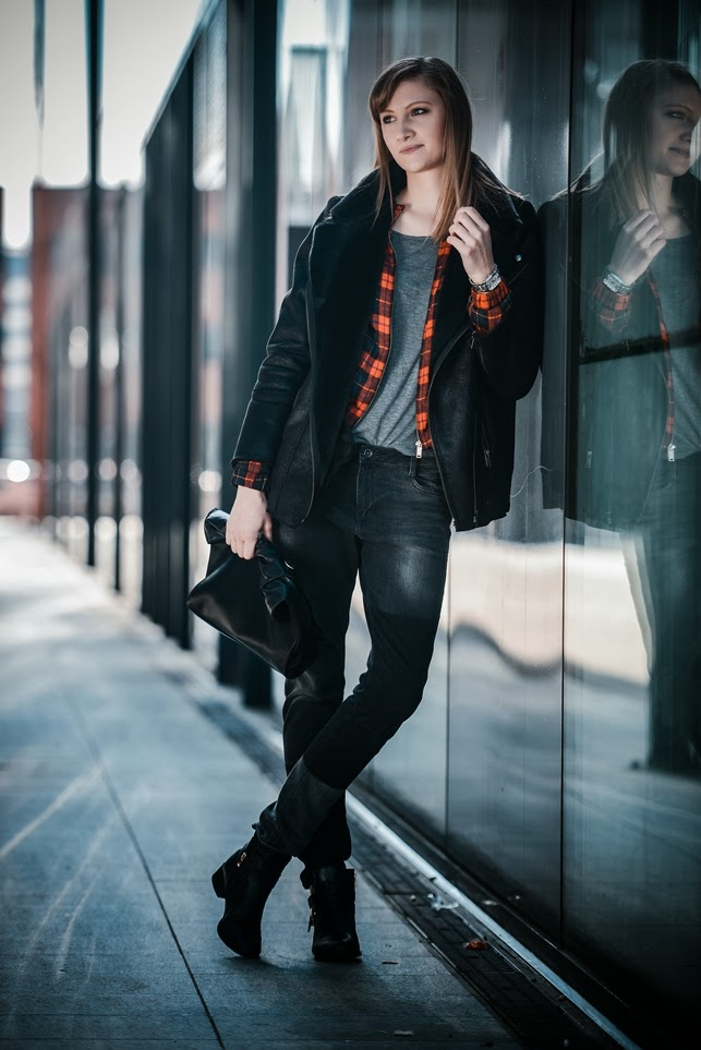 zara tartan bomber jacket, black shearling jacket, zara baggy jeans black, stylowebuty bootki boots, style blogger, fashion blogger, fashion trends