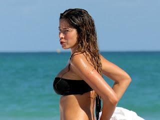 Aida Yespica sexy bikini candids in Miami ass grabbing